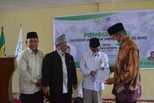 Ketum DDII Pusat Kukuhkan Akademi Dakwah Riau