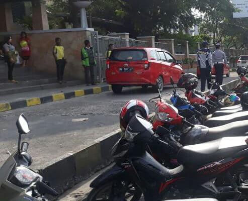 Parkir Liar Kembali Marak di Samping Mal SKA, Dishub Pekanbaru Akui Keteteran